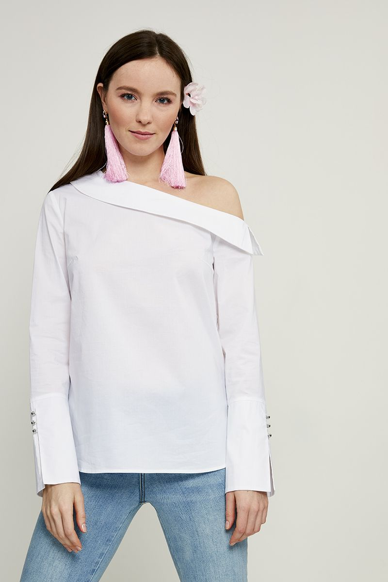 Блузка женская Zarina, цвет: белый. 8224086316001. Размер 468224086316001Блузка женская Zarina выполнена из высококачественного материала. Модель с длинными рукавами и с ассиметричным вырезом горловины.