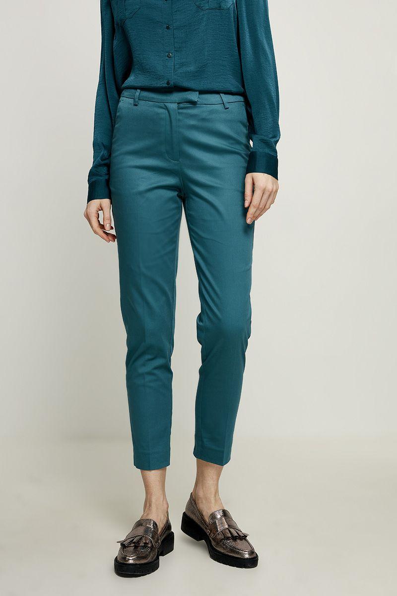 Брюки женские Zarina, цвет: темно-зеленый. 8224215707017. Размер 48 брюки женские zarina цвет черный 8122210706050 размер 44