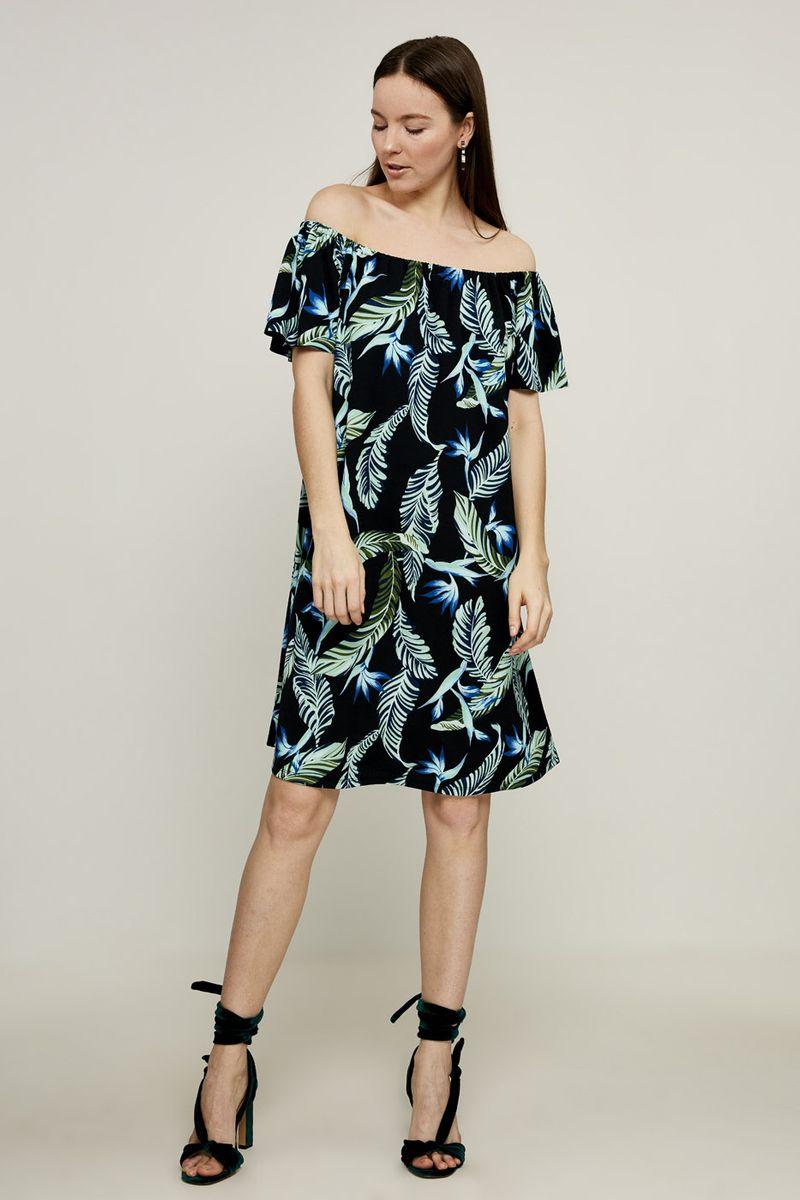 Платье Zarina, цвет: черный, зеленый. 82250045040. Размер 468225004504052Платье Zarina выполнено из качественного полиэстера с добавлением эластана. Модель свободного кроя с открытыми плечами. Платье оформлено оригинальным принтом.