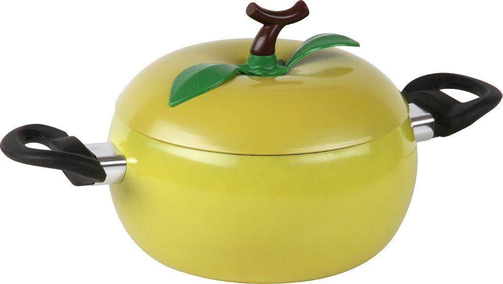 Кастрюля Pomi d'Oro Vegetto, с крышкой, цвет: желтый, 2,2 л77.858@27423Кастрюля с крышкой коллекция Vegetto - оригинально декорированная кастрюля в форме лимона приятного желтого цвета. Изготовлена из качественной и прочной углеродистой стали. Дополнительное декорирование выполнено из термостойкого пластика. Внутри кастрюля имеет антипригарное покрытие, которое позволяет готовить с небольшим количеством масла. Имеет удобные ручки со специальными вставками, которые позволят с особым удобством перемещать кастрюлю с места на место. Такая кастрюля благодаря неординарному дизайну не только поднимет настроение, но и послужит украшением кухни. Можно использовать для любых видов плит, кроме индукционных. Не использовать в духовке, чистить неабразивными моющими средствами. Поставляется с ручками в комплекте, инструкция прилагается. Диаметр 18 см, объем 2,2 л. Размеры: 33,5 х 20 х 15,5 см.