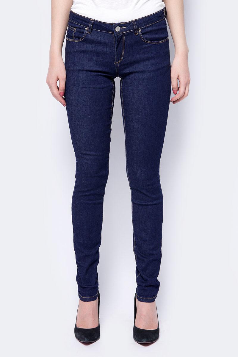 Джинсы женские Sela, цвет: темно-синий. PJ-135/066-8102. Размер 27-32 (42/44-32)PJ-135/066-8102Стильные женские джинсы от Sela, выполненные из хлопка и полиэстера с добавлением эластана, позволят вам создать неповторимый, запоминающийся образ. Джинсы-скинни со средней посадкой застегиваются на пуговицу в поясе и ширинку на застежке-молнии. Модель имеет шлевки для ремня. Джинсы имеют классический пятикарманный крой: спереди модель оформлена двумя втачными карманами и одним маленьким накладным кармашком, а сзади - двумя накладными карманами. Модель оформлена контрастной прострочкой. Эти модные джинсы послужат отличным дополнением к вашему гардеробу. В них вы всегда будете чувствовать себя уверенно и удобно.