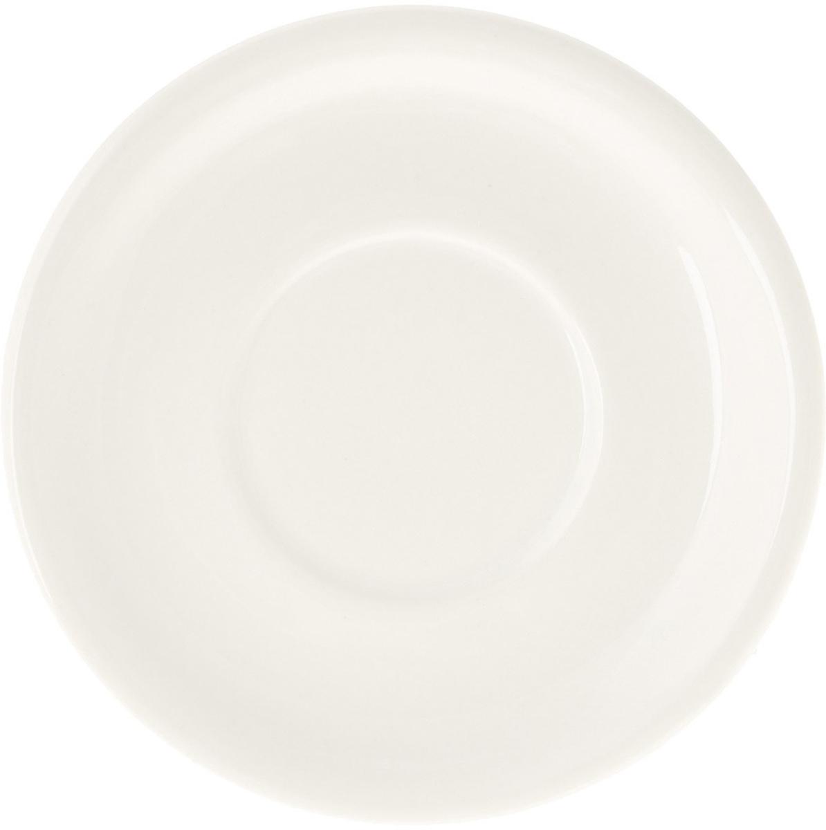 Блюдце кофейное Eschenbach, цвет: белый, диаметр 12 см. 4960/0024960/002Накопленный десятилетиями опыт и следование традициям известнейших мастеров в сочетании с новейшими технологиями производства делают фарфоровую посуду Eschenbach настоящим символом утонченного качества, произведением искусства, признаком хорошего вкуса.Представители компании своей основной задачей считают помощь владельцам ресторанного и гостиничного бизнеса создавать по-настоящему красивые, уютные и элитные заведения. Огромный ассортимент позволит даже самым взыскательным покупателям подобрать что-то свое. Салатницы, соусники, отдельные блюда и множество других изделий отличаются тщательно продуманным дизайном, в котором традиции прошлого искусно сочетаются с требованиями современности. Посуда соответствует самым высоким функциональным стандартам. Она используется в микроволновых печах, прекрасно моется в посудомоечных машинах, имеет множество европейских сертификатов и является настоящим символом традиционного немецкого качества.