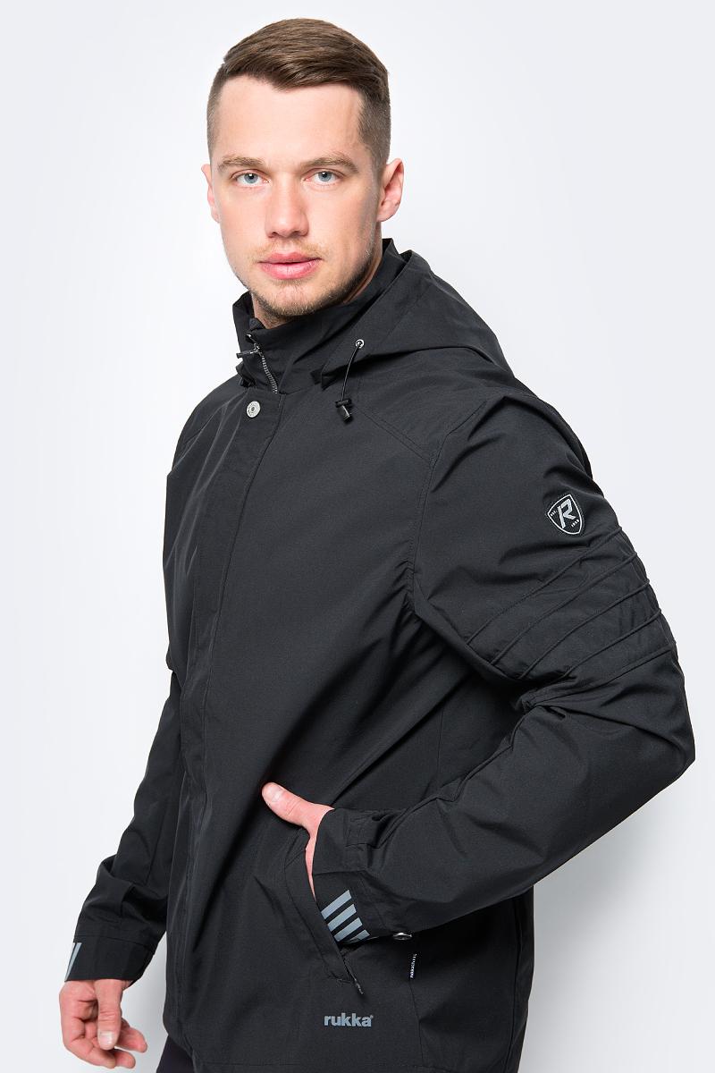 Куртка мужская Rukka, цвет: черный. 979602299RV_990. Размер L (52)979602299RV_990Легкая куртка от Rukka выполнена из полиэстера. Модель с длинными рукавами, воротником-стойкой и съемным капюшоном застегивается на молнию и имеет ветрозащитный клапан на кнопках, по бокам дополнена карманами.