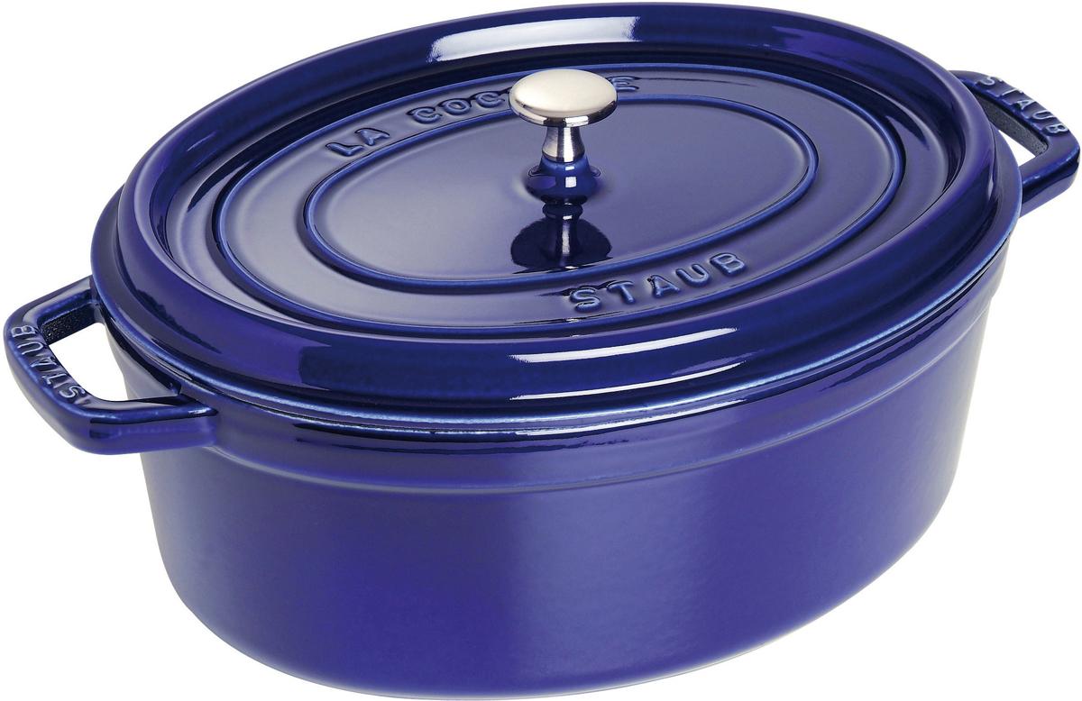 Кокот Staub, овальный, цвет: темно-синий, 5,5 л1103191Вся продукция Staub предназначена для сохранения вкусовых и питательных качеств продукта, она подходит как искусным поварам, так и любознательным дебютантам, готовым познать удовольствие от вкусной и здоровой пищи. Эмалированный чугун – это сплав обогащенного углем железа, покрытого эмалью, изготовленной на основе стекла. Это один из самых лучших материалов, который не только удерживает тепло, но и сохраняет холод. Каждое изделие имеет свои особенности и нюансы, поскольку отливается в индивидуальных формах из песка, которые разрушаются после каждого использования, эти неровности ни в коем случае нельзя воспринимать, как недостатки!Отличительные особенности Staub:• Декоративная латунная или никелевая ручка может использоваться в духовке до 200°С• Внешнее покрытие – 2 слоя эмали, чугун, внутреннее покрытие 2-слоя черной эмали • Пригодна для мытья в посудомоечной машине• Подходит для всех типов плит• Можно использовать в духовке, кроме посуды с деревянной ручкой Рекомендации по уходу за посудой:• Промойте Вашу посуду в теплой воде, дайте ей высохнуть. Смажьте внутреннюю поверхность кастрюли растительным маслом. Прогрейте ее в течение нескольких минут на медленном огне, а затем удалите остатки масла. Ваша посуда готова к использованию!• Кастрюля должна нагреваться постепенно ( так как эмалированный чугун можно использовать на индукционных варочных поверхностях, ВАЖНО при предварительным нагревании использовать треть мощности плиты в течении 5-7 минут).• Подберите величину конфорки соответствующей размеру дна Вашей посуды.• Используйте лопатки из силикона или дерева.• Не заливать горячую кастрюлю холодной водой.Объем, указаны до края кокота.