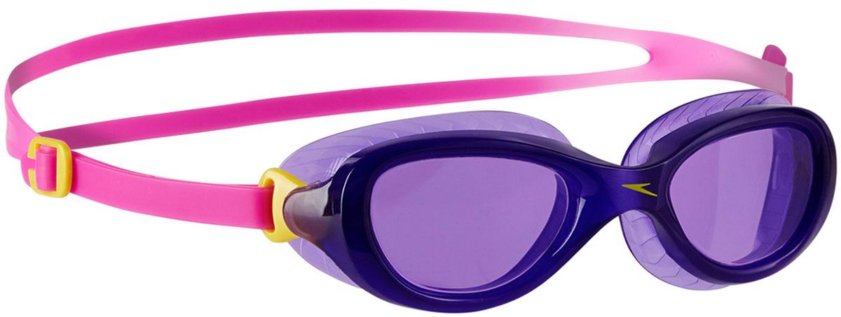 Очки для плавания детские Speedo, цвет: розовый, фиолетовый8-10900B983Детские очки Speedo для занятий плаванием. Широкий ультрамягкий уплотнитель гибкой носовой дужкой обеспечивает максимальный комфорт. В модели используются розовые линзы, которые имеют покрытие AntiFog для лучшей видимости. Двойной удобный регулируемый ремешок гарантирует надежную фиксацию.