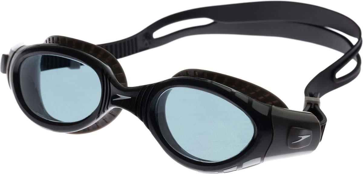Очки для плавания Speedo, цвет: серый, черный8-11315B976Обновленная линейка очков Biofuse гарантирует еще больший комфорт во время плавания. Новый супер мягкий и более широкий уплотнитель обеспечивает комфорт вокруг глаз, уменьшает давление и минимизирует появление следов вокруг глаз после использования. Дымчатые линзы уменьшают попадание света в глаза и снижают общую яркость без излишнего искажения цветов, покрытие Antifog препятствует запотеванию линз. Удобный регулируемые ремешок.
