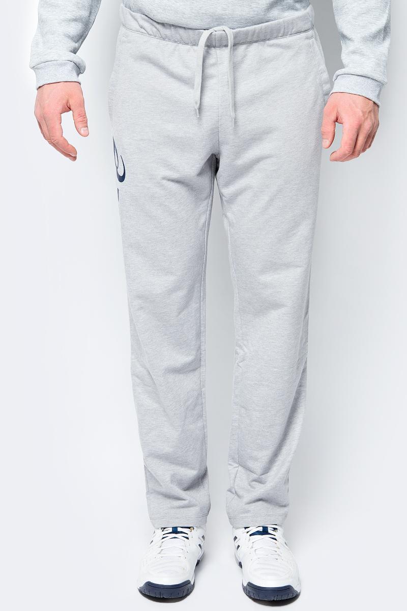 Брюки спортивные мужские Asics Man Knit Pant, цвет: серый. 156857-0714. Размер S (44)156857-0714Удобные мужские спортивные брюки Asics Man Knit Pant великолепно подойдут для отдыха, повседневной носки, а также для занятий спортом.Модель средней посадки изготовлена из хлопка с добавлением полиэстера, благодаря чему великолепно пропускает воздух, обладает высокой гигроскопичностью и превосходно сидит, обеспечивая вам комфорт даже во время интенсивных тренировок.Брюки имеют широкую эластичную резинку на поясе, объем талии регулируется при помощи шнурка-кулиски. Плоские швы исключают риск натирания. Изделие дополнено двумя втачными карманами спереди, а также украшено принтом с изображением логотипа производителя.