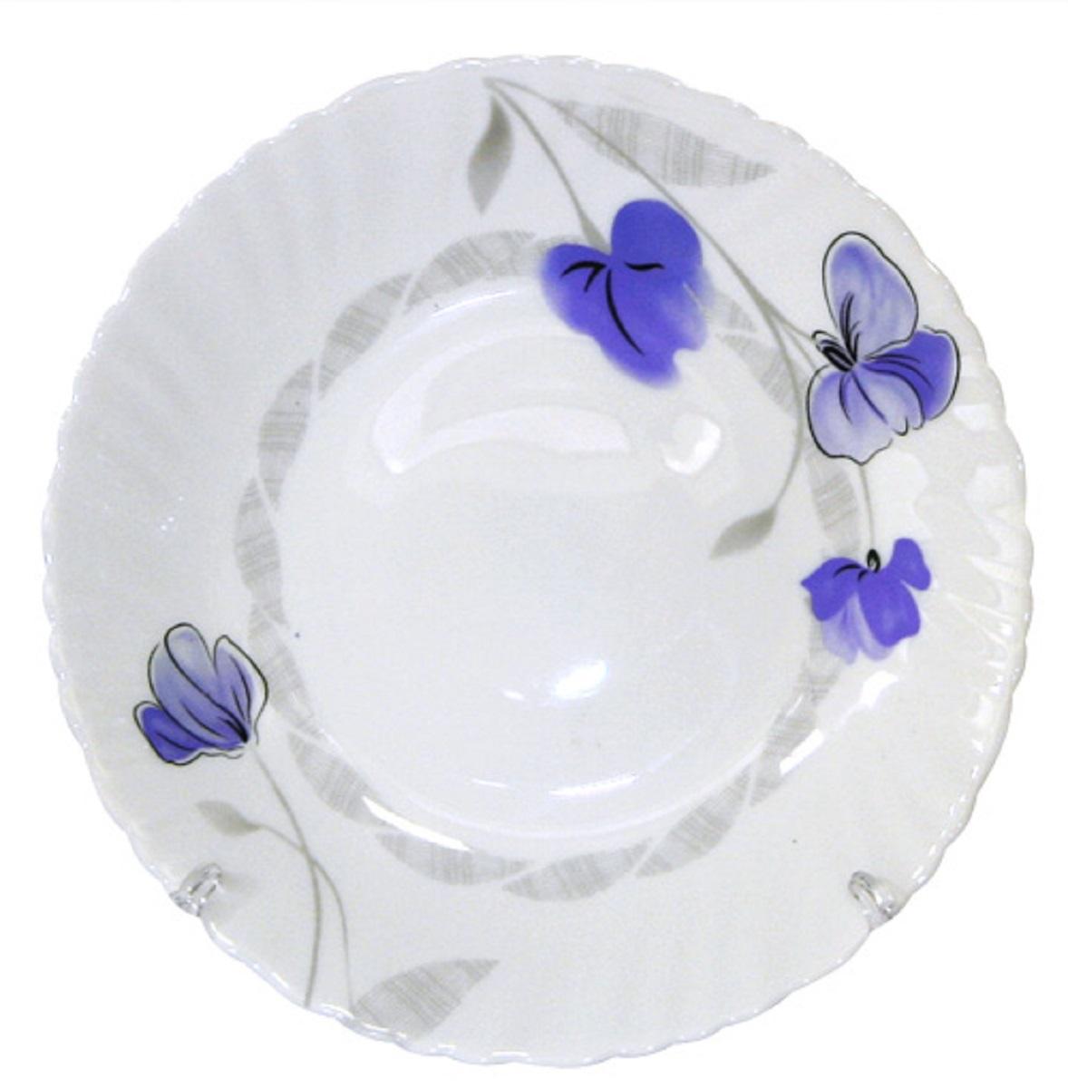 Тарелка десертная из тонкой стеклокерамики с цветочным рисунком.