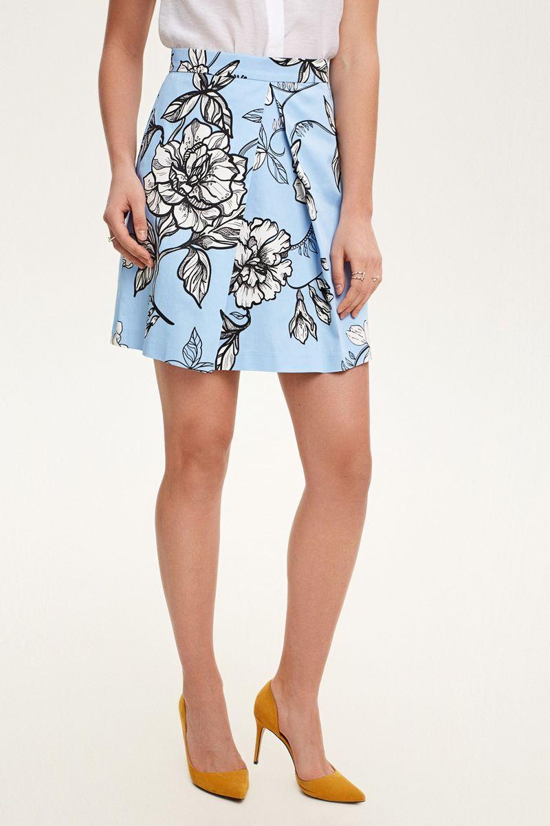 Юбка Concept Club Jambi, цвет: голубой. 10200180258_400. Размер XS (42)10200180258_400Короткая юбка из хлопкового сатина яркой расцветки с контрастным принтом, декорированная складкой спереди. Застежка на молнию сзади. Без подкладки.