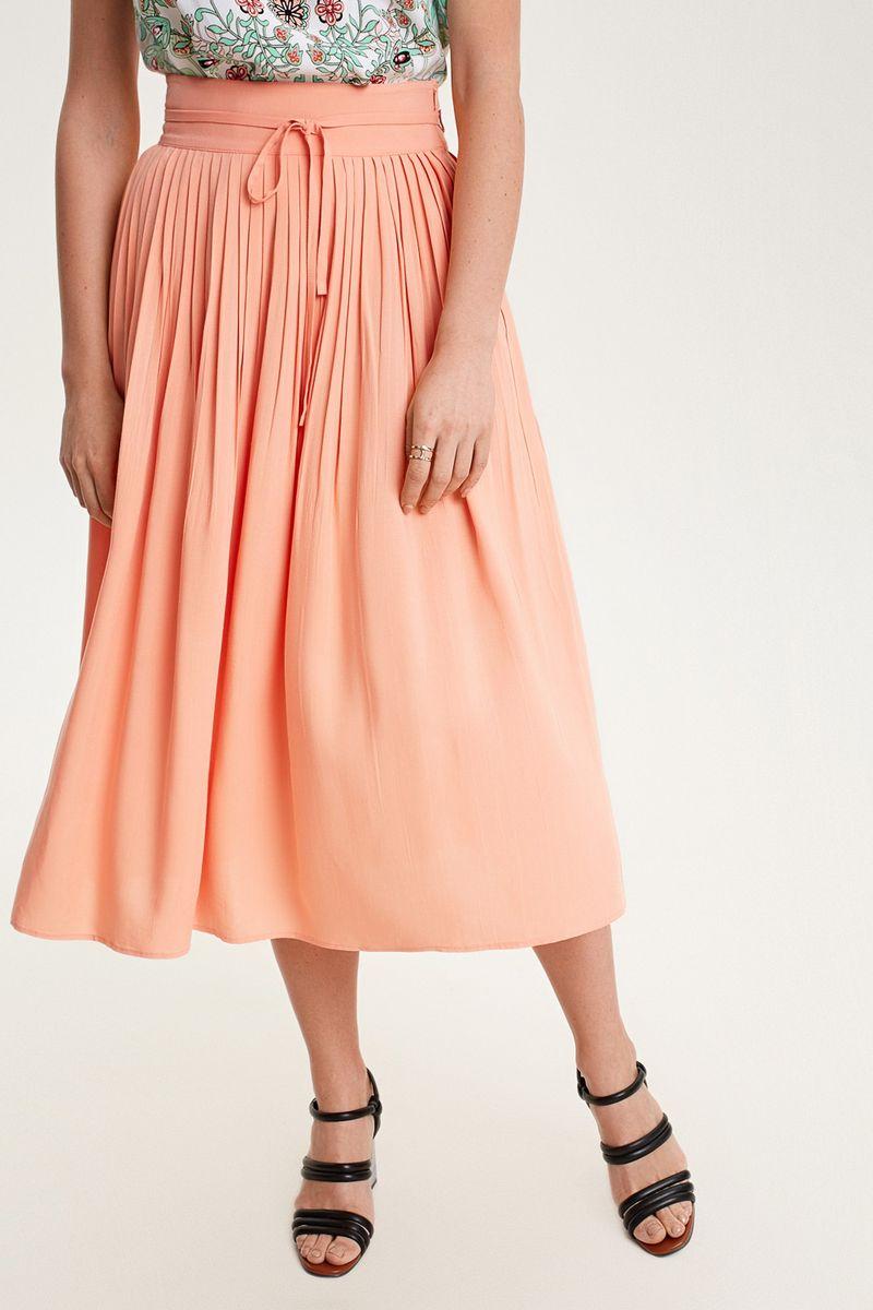 Юбка Concept Club Rei, цвет: оранжевый. 10200180269_1300. Размер M (46)10200180269_1300Юбка миди из мягкой вискозной ткани, декорированная плиссировкой и поясом на талии. Застежка на молнию сбоку. Без подкладки.