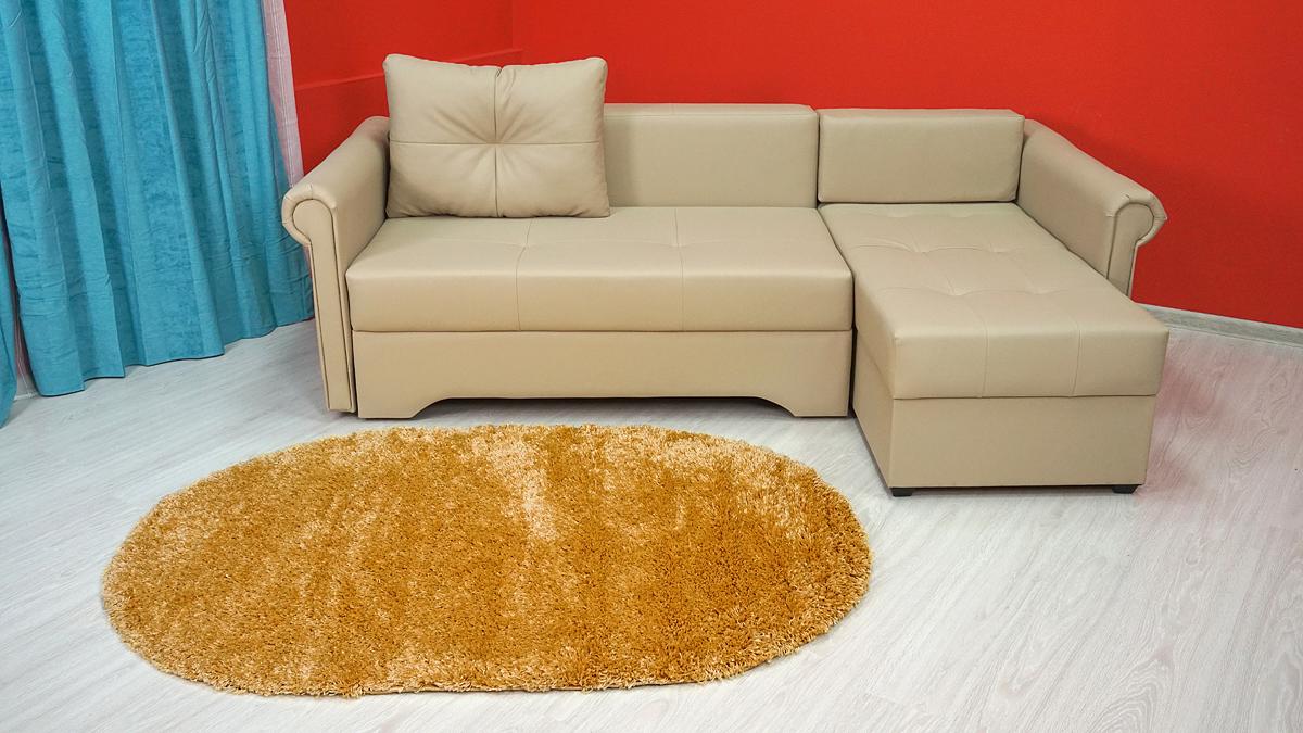 """Однотонные ковры из полипропилена схожи с шерстью, и не менее популярны. Причиной тому является: широкий ассортимент, низкая цена, простота ухода и неприхотливость, небольшой вес, насыщенность цвета с устойчивостью к чисткам. Современный стиль данного ковра создадут уютную атмосферу в детской, гостиной и прикроватной зоне в спальне. Машинный - самый распространенный способ производства. Современные технологии позволяют сократить временные и денежные затраты производства до минимума. За счет использования синтетических нитей они доступнее и долговечнее. Высокий ворс делает этот ковер мягким и приятным на ощупь. Плотность: 61600 узл/кв. м. Ковры из серии """"Madonna"""" придадут интерьеру вашего помещения нотки богатства, изыска и невероятной роскоши."""