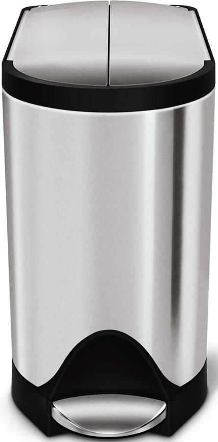 Бак для мусора Simplehuman, 10 лCW1899-SHСистема открытия бачка от центра в стороны, позволяет ставить его под столами с низкими столешницами. Его можно ставить вплотную к стене, имеет резиновые напольные накладки для устойчивости, для легкой смены мешка внутренне ведро приподнимается и наклоняется вперед, форма внутреннего ведра помогает избежать грязных подтеков.