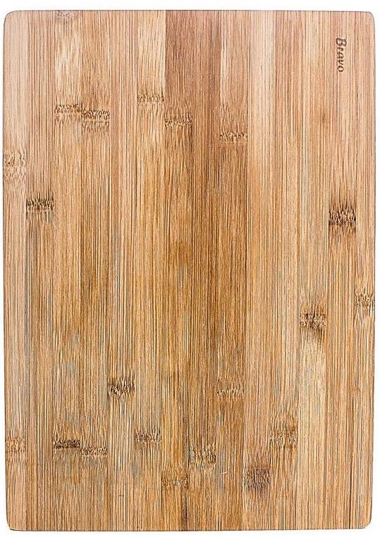 Бамбук считается гигиеничным, долговечным и не впитывающим влагу материалом, поэтому разделочная доска из бамбука отлично подойдет для обработки и нарезки мяса, рыбы, хлебобулочных изделий, овощей, зелени и прочих продуктов. Доска устойчива к механическим нагрузкам и не тупит нож. Кроме того, разделочная доска из бамбука отлично впишется в интерьер любой кухни.