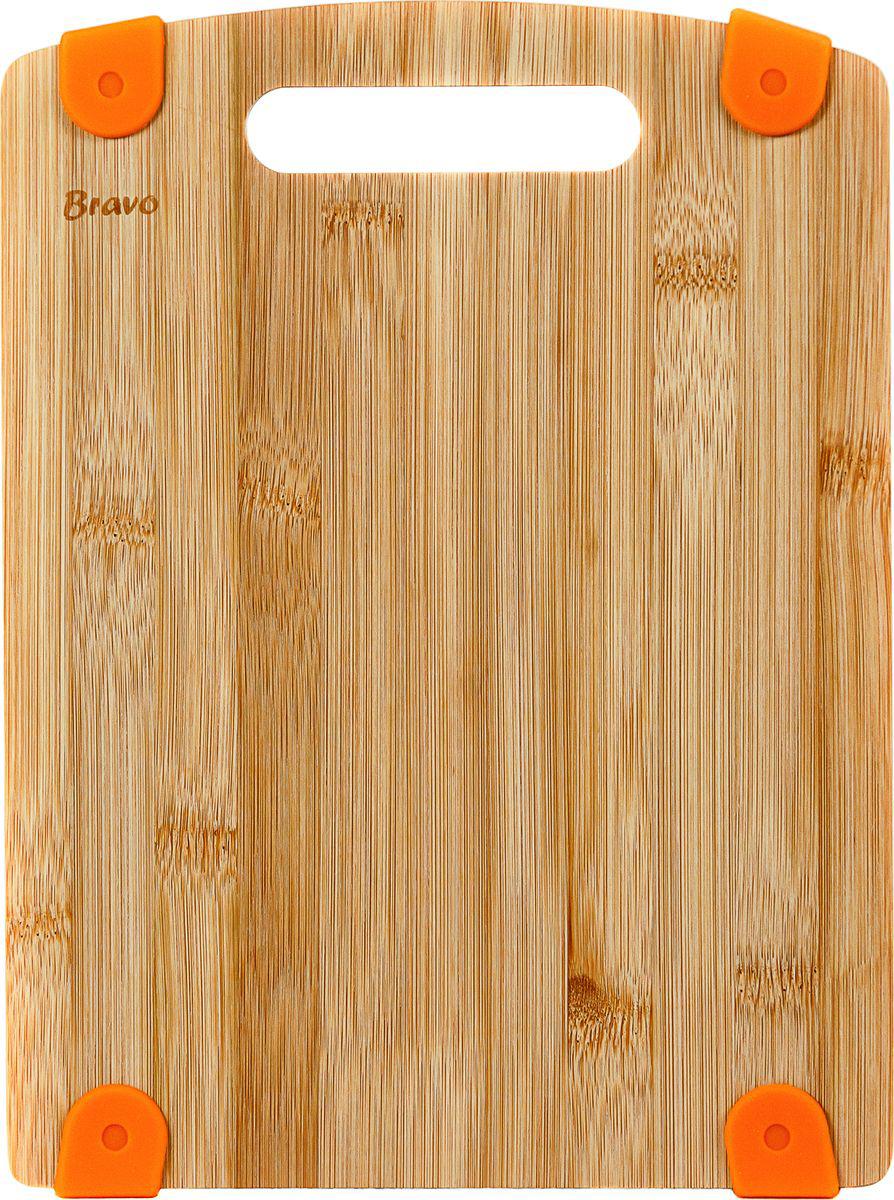 Доска разделочная Bravo, с силиконовой вставкой, цвет: коричневый, бежевый, 28 х 21 х 1,2 см313Разделочная доска имеет силиконовые вставки, которые предотвращают ее скольжение.