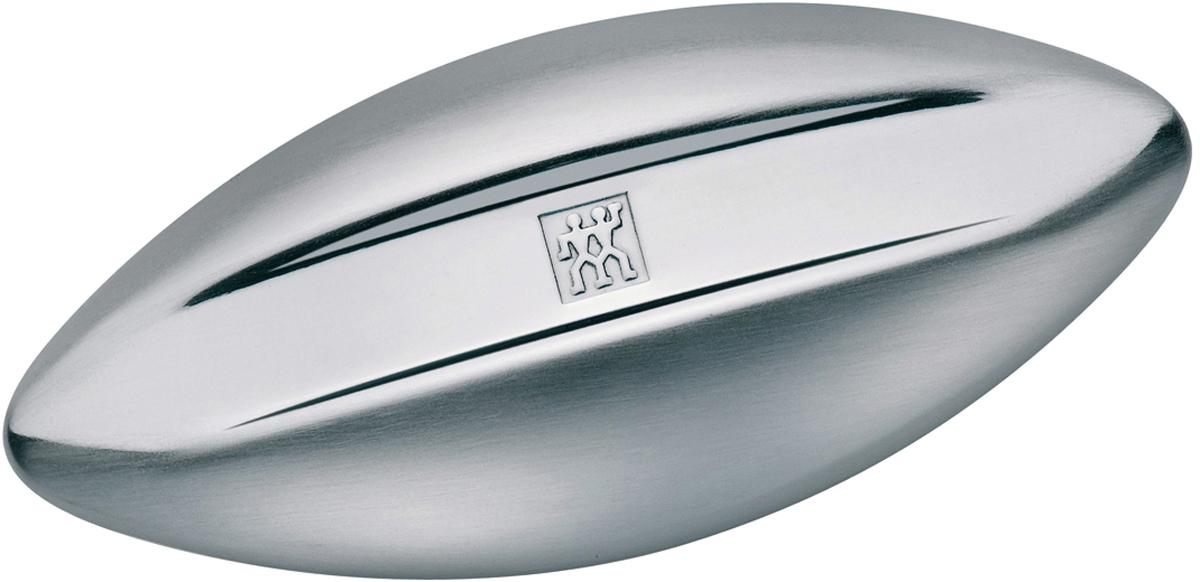 Стальное мыло Zwilling Twinox89003-000 Twinox - вершина ассортимента маникюрных принадлежностей Zwilling. Нержавеющая сталь с матовой полировкой устойчива к коррозии во влажных помещениях. Стальное мыло эффективно против неприятных запахов на руках, оно прекрасно справляется с запахом чеснока, рыбы, лука, бензина и никотина. Помойте руки под струей воды со стальным мылом, в течении 30-40 секунд. Использовать только по назначению! Хранить в недоступном для детей месте.