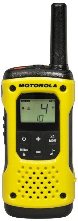 Радиостанция Motorola  T92 H20 TWIN PACK, цвет: желтый, черныйA9P00811YWCMAGОставайтесь на связи во время ваших самых смелых приключений c новой безлицензионной радиостанцией TLKR T92 H2O!Уникальная радиостанция оснащена обтекаемым водонепроницаемым корпусом, прочной конструкцией и встроенным фонариком с режимами яркой белой и красной подсветки, который автоматически активируется при контакте с водой. Нажмите кнопку аварийного оповещения для активации громкой связи и прозвучит громкий предупреждающий сигнал, чтобы сообщить вашей группе, что вам нужна помощь.TLKR T92 H2O сочетает в себе всё, что нужно, чтобы оставаться на связи с друзьями и близкими.