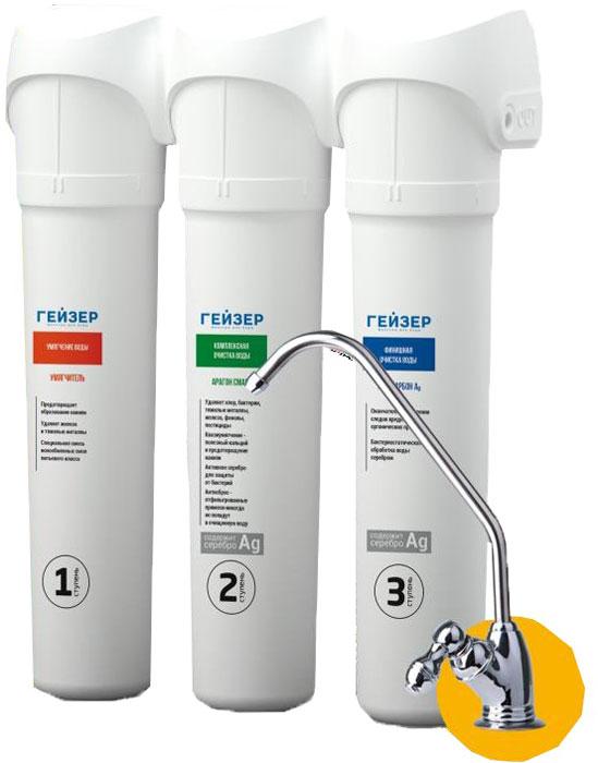 """Трехступенчатый фильтр Гейзер """"Смарт"""" для жесткой воды  Благодаря простой и легкой системе замены картриджей процедура замены не займет много времени. Вода после фильтра насыщается полезным кальцием. Уникальный фильтрующие материал Арагон задерживает бактерии, не дает им проникнуть в очищенную воду и блокирует их размножение! Также фильтр имеет увеличенный ресурс по удалению накипи.   Способы очистки:  Умягчение - ионообменная смола пищевого класса для удаления из воды солей жесткости и железа.  Комплексная очистка - ионообменные свойства Арагона позволяют извлекать из воды железо, соли жидкости, ионы тяжелых металлов, алюминий, радиоактивные элементы и производить регенерацию (восстанавливать фильтрующие свойства), что значительно снижает затраты на очистку воды.  Сорбция - сорбционная способность Арагона сравнима с лучшими марками активированного угля и обеспечивает эффективную очистку от хлора и органических соединений. Кроме того, Арагон качественно улучшает вкус очищенной воды, устраняет посторонние запахи и делает воду абсолютно прозрачной.  Состав картриджей фильтра:  1-я ступень очистки (картридж Умягчитель). Ресурс: до 10000 литров. 2-я ступень очистки (картридж Арагон). Ресурс: до 10000 литров. 3-я ступень очистки (картридж Посткарбон Ag). Ресурс: до 10000 литров.  Назначение картриджей: 1-я ступень очистки (картридж Умягчитель).  Предназначен для удаления из воды избыточных солей жесткости и железа на ионообменной смоле пищевого класса. Гарантирует отсутствие осадков и накипи на нагревательных приборах. Способность к удалению солей жесткости ионообменной смолы восстанавливается после простой регенерации раствором поваренной соли.  2-я ступень очистки (картридж Арагон).  Композитный материал в виде единого блока из полимера Арагон с бактериостатической  добавкой серебра и гранул ионообменной смолы. Арагон - 2 благодаря наличию в своем составе  ионообменной смолы имеет увеличенный ресурс по удалению солей жесткости. Размер пор  картриджа 0,1-0,5 мкм позволя"""