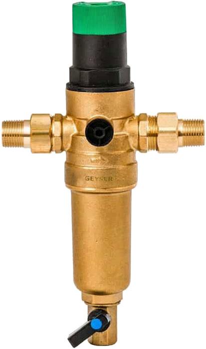 Предфильтр Гейзер Бастион 7508165201, с регулятором давления, для холодной и горячей воды 1/232682Магистральный фильтр Гейзер Бастион 7508155201 с регулятором давления для холодной и горячей воды 1/2Фильтр с регулятором давления для предварительной очистки холодной и горячей воды от механических примесей - частиц ржавчины, волокон пеньки, песчинок, защиты сантехники, бытовой техники подключенной к водопроводу.Фильтр имеет компактные размеры и спроектирован для монтажа в местах с ограниченным пространством; устанавливается на горизонтальном трубопроводе чашей вниз. Регулятор давления позволяет поддерживать заданное вручную выходное давление от 2-х до 6-ти атм.Изделие состоит из корпуса, регулятора давления и промываемого картриджа. В обычном режиме вода проходит через сетчатый элемент к выпускному отверстию корпуса. Для осуществления промывки необходимо открыть шаровой клапан, выпускающий скопившиеся на дне чаши фильтра примеси; подача воды при этом не прерывается. Фильтр имеет большой запас прочности по максимальному рабочему давлению.Сменная фильтрующая сетка изготовлена из нержавеющей стали и, при необходимости, заменяется на другую без демонтажа фильтра. В комплекте подключения имеется американка и фитинг 3/8 JG. Технические характеристики: Тип соединений: наружные резьбовые Присоединительный размер: 1/2 Диаметр фильтра: 52,5 мм Обратная промывка: нет Наличие манометра: нет Наличие редуктор давления: есть Наличие компенсатора: нет Пористость фильтра: 90 мкм. Рабочее давление: до 16 атм. Температура очищаемой воды: до 80 С Материал чаши фильтра: латунь Материал корпуса: латунь.
