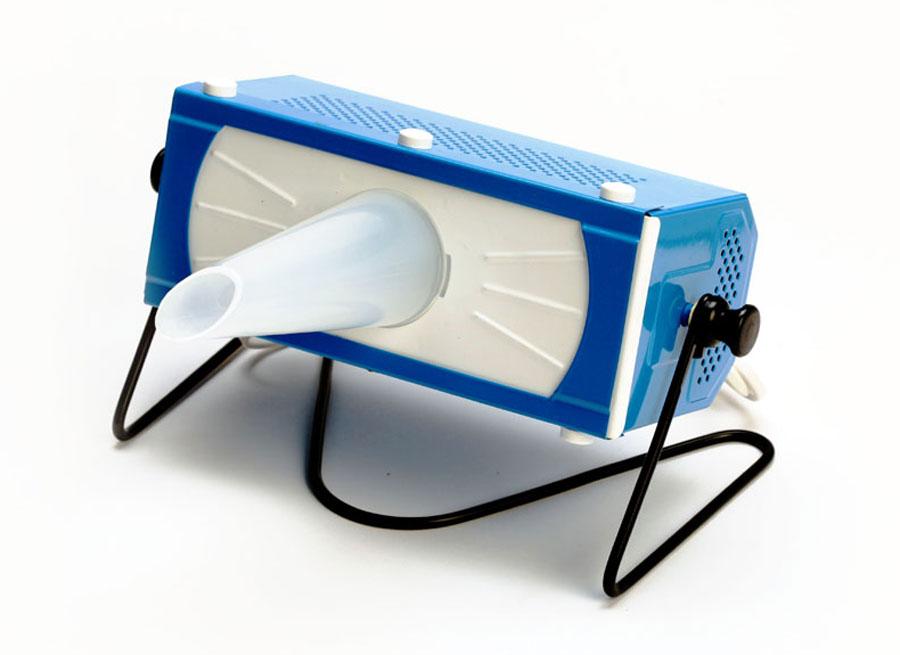 Линия Здоровья Ультрафиолетовый кварцевый облучатель ОУФК-01 Семейный, цвет: синийЯИТН 941543001 1Ультрафиолетовый облучатель ОУФК-01 предназначен для применения с лечебной целью для общих, локальных и внутриполостных облучений эффективным интегральным спектром излучения в диапазоне 230-400 нм. (которое создает лампа ДРТ-125) приинфекционных, инфекционно-аллергических, воспалительных, посттравматических заболеваниях и повреждениях в лечебно профилактиечских учреждениях (стационарах, поликлиниках и др) санаториях, профилакториях, а также в домашних условиях. В комплектацию Семейный входят: 1 шт. - прибор ОУФК-01. 1 шт. -Сумка для хранения прибора 4 шт. -Тубуса (для горла, носа, ушей и миндалин)