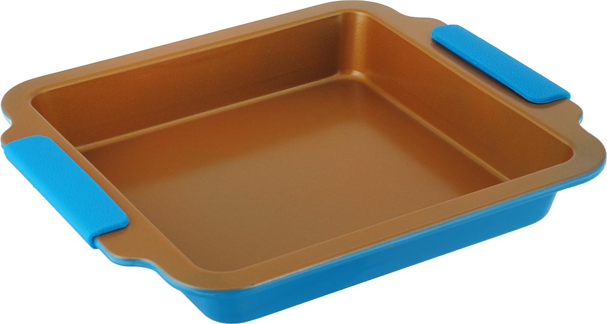 Форма для выпечки Travola, с силиконовыми ручками, цвет: золотистый, голубой, 30,3 х 26,7 х 4,2 см. KCM9385HKCM9385HКвадратная форма для выпечки Travola выполнена из углеродистой стали и станет незаменимым предметом на кухне любой хозяйки. С качественной посудой радовать домашних пирогами, кексами, запеканками и прочей вкуснятиной вы сможете хоть каждый день! Форма равномерно распределяет тепло по всей внутренней поверхности, предотвращает пригорание пищи и способствует ее быстрому приготовлению. Еще более удобным процесс готовки делают специальные силиконовые ручки. При приготовлении пищи в форме пользоваться только деревянными аксессуарами. Внутренний размер: 23,5 х 23,5 см. Общий размер формы (с учетом ручек): 30,3 х 26,7 х 4,2 см.