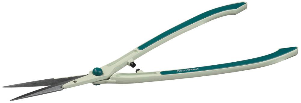 Кусторез сверхлегкий Raco DELUXE, со сменными лезвиями, 638 мм06240Кусторез RACO применяется для обрезания веток кустарников и ухода за живыми изгородями. Сверхлегкий кусторез с острыми лезвиями. Закаленные лезвия из высокоуглеродистой стали имеют особо качественную заточку режущих кромок, гарантирует легкий рез в течении всего срока службы. Размер изделия: 640 мм. Размер лезвия: 200 мм.