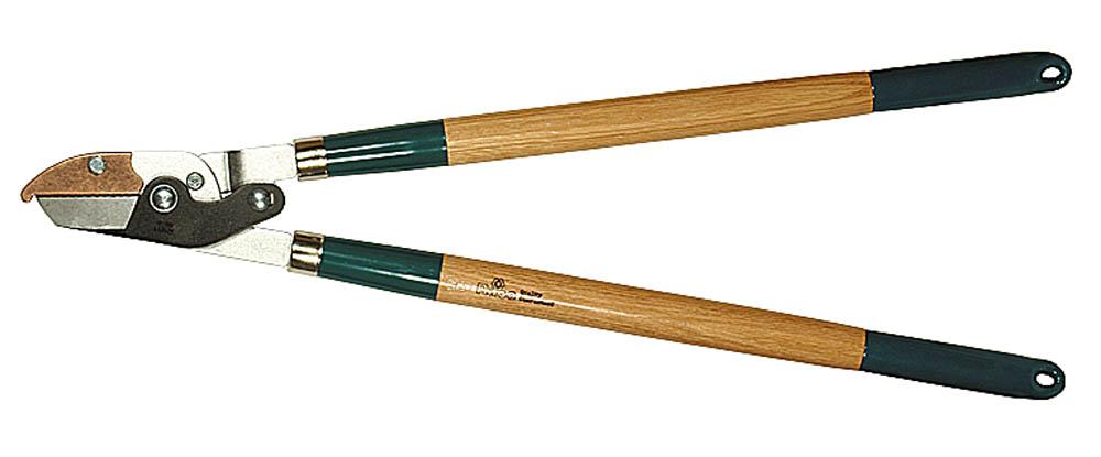 Сучкорез Raco, 2-рычажный, с упорной пластиной, рез до 40 мм, 700 мм. 0921609216Сучкорез RACO предназначен для обрезки веток кустарников или деревьев. Специальный крюк помогает резать сучки большого диаметра. Высококачественные стальные лезвия закалены и остро заточены, что обеспечивает чистый рез. Покрытие RACO-Hitekflon® гарантирует износостойкость, защиту от коррозии и простоту чистки лезвий. Двухрычажный механизм значительно увеличивает силу реза. Размер изделия: 700 мм. Максимальный диаметр реза: 40 мм.