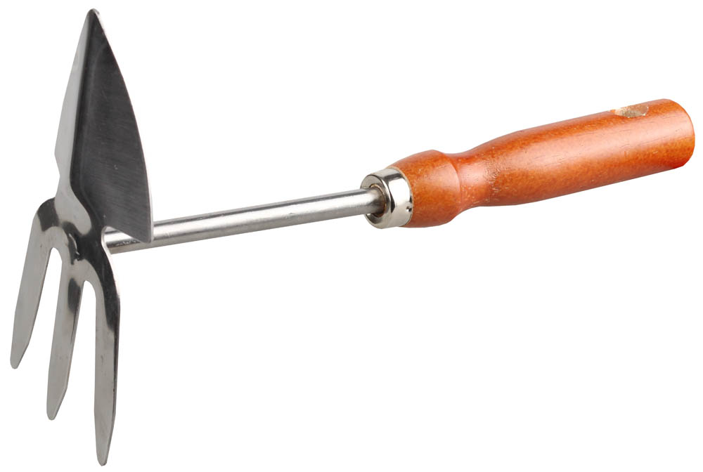 Мотыжка GRINDA применяется на садово-огородных участках для рыхления почвы и подготовки ее к посадкам растений. С помощью мотыги можно придавать грядкам необходимую форму, сгребать мусор. Рабочая часть изготовлена из высококачественной нержавеющей стали. Деревянная ручка отполирована, покрыта лаком, имеет отверстие для удобства хранения.