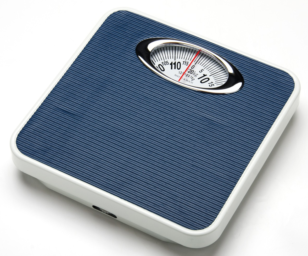 Mayer & Boch MB-24293 напольные весы24293Стильные и надежные механические напольные весы Mayer & Boch предназначены для точного отображения вашего веса, максимальная нагрузка – 120 - 130 кг. Весы имеют компактную форму, приятный внешний вид, нескользящее силиконовое покрытие платформы и удобное прочтение цифр. Могут измерять с точностью до 1 кг. Такие весы всегда помогут вам держать себя в хорошей форме!