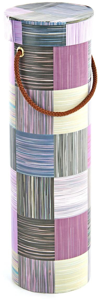 Тубус упаковочный Veld-Co Сиреневое сияние, под бутылку, цвет: мультиколор, 9,2 х 9,2 х 32 см57625Любой подарок начинается с упаковки. Что может быть трогательнее и волшебнее, чем ритуал разворачивания полученного презента. И именно оригинальная, со вкусом выбранная упаковка выделит ваш подарок из массы других. Она продемонстрирует самые теплые чувства к виновнику торжества и создаст сказочную атмосферу праздника.