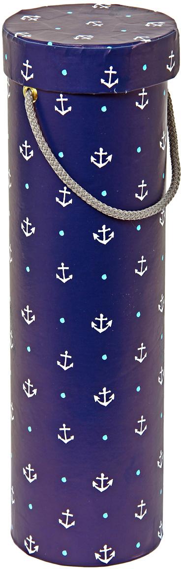 Тубус упаковочный Veld-Co Отдать якоря, под бутылку, цвет: темно-синий, 9,2 х 9,2 х 32 см57628Любой подарок начинается с упаковки. Что может быть трогательнее и волшебнее, чем ритуал разворачивания полученного презента. И именно оригинальная, со вкусом выбранная упаковка выделит ваш подарок из массы других. Она продемонстрирует самые теплые чувства к виновнику торжества и создаст сказочную атмосферу праздника.
