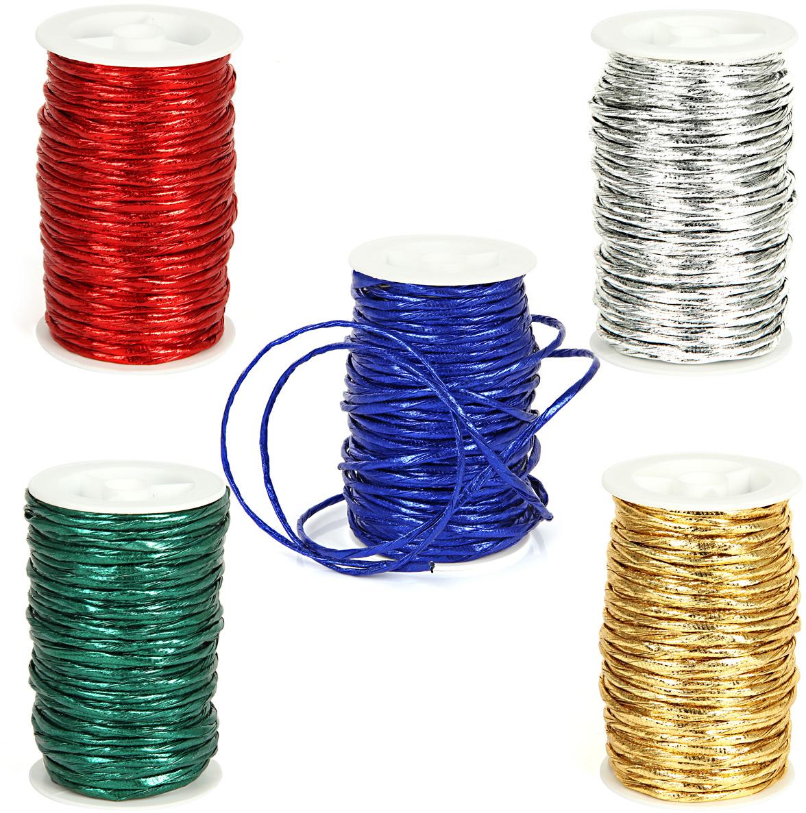 """Декоративный шнур """"Veld-Co"""" изготовлен из ПВХ. Его можно использовать для творчества в различных техниках,  таких как скрапбукинг, оформление аппликаций, для украшения фотоальбомов,  подарков и многого другого.  Толщина шнура: 3 мм.  Длина шнура: 20 м."""