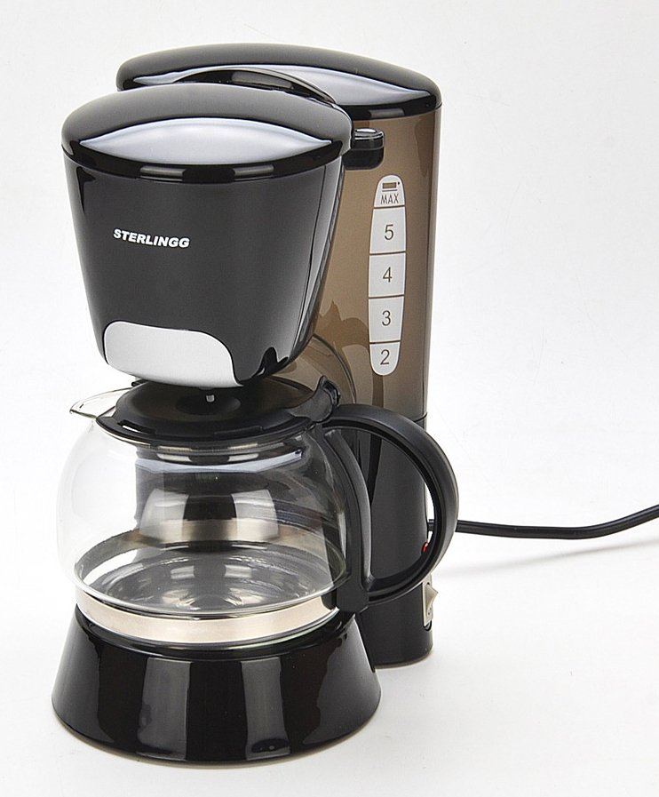 Zimber ZM-10686-1 кофеварка10686-1Электрическая фильтрационная кофеварка Zimber позволит Вам приготовить Ваш любимый напиток нажатием буквально одной кнопки и ежедневно наслаждаться чашечкой ароматного кофе. Капельная кофеварка отличается простотой использования, компактностью, удобством в обслуживании, экономным энергопотреблением и современным дизайном. Кофе варится под высоким давлением в 15 бар, тем самым извлекается максимум вкуса и аромата из кофейных зерен. Если прибором пользуются несколько человек, то для ускорения процесса, благодаря оптимальному объему кофейника, предусмотрена возможность приготовления 4-6 чашек за раз. Таким образом, Вы сможете сэкономить драгоценные минуты и спокойно насладиться вкусным натуральным кофе с утра перед работой. Кроме того, одним из преимуществ устройства является доступная цена. Фильтрационная кофеварка изготовлена из высококачественного полипропилена, устойчивого к высоким температурам и влажности. Прозрачный стеклянный резервуар для воды (кофейник) позволит Вам контролировать процесс приготовления напитка, а его подогрев обеспечит всегда горячий кофе. Благодаря своему современному и стильному дизайну, кофеварка Zimber прекрасно впишется в интерьер любой современной кухни.