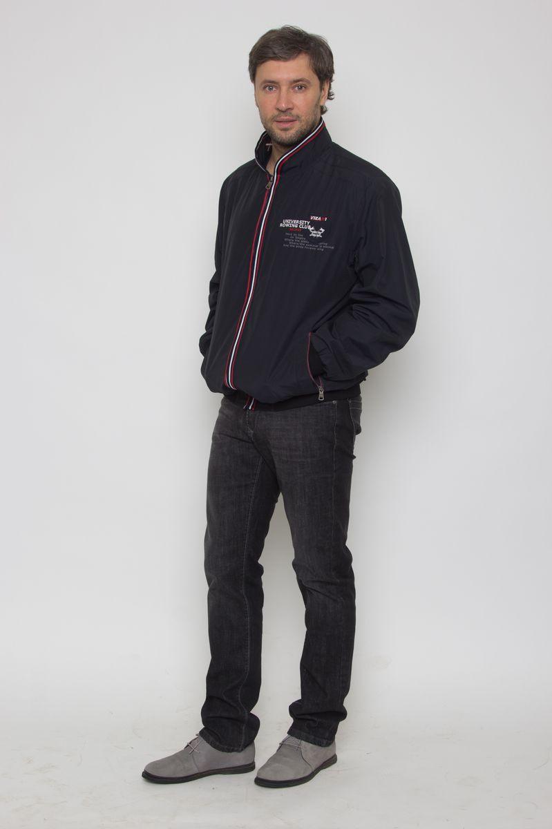 Куртка мужская Vizani, цвет: темно-синий. 10508W_1530. Размер 5810508W_1530Легкая мужская куртка-бомбер от Vizani выполнена из полиэстера с добавлением хлопка. Модель с длинными рукавами и воротником-стойкой застегивается на молнию, по бокам дополнена карманами на молниях.