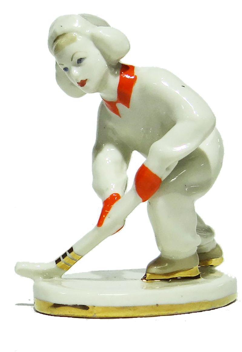 Статуэтка Юный хоккеист. Фарфор, роспись. СССР, ЛЗФИ, 1950-1960-е гг. статуэтка олимпийский мишка белый фарфор глазуровка ссср 80 е гг xx века