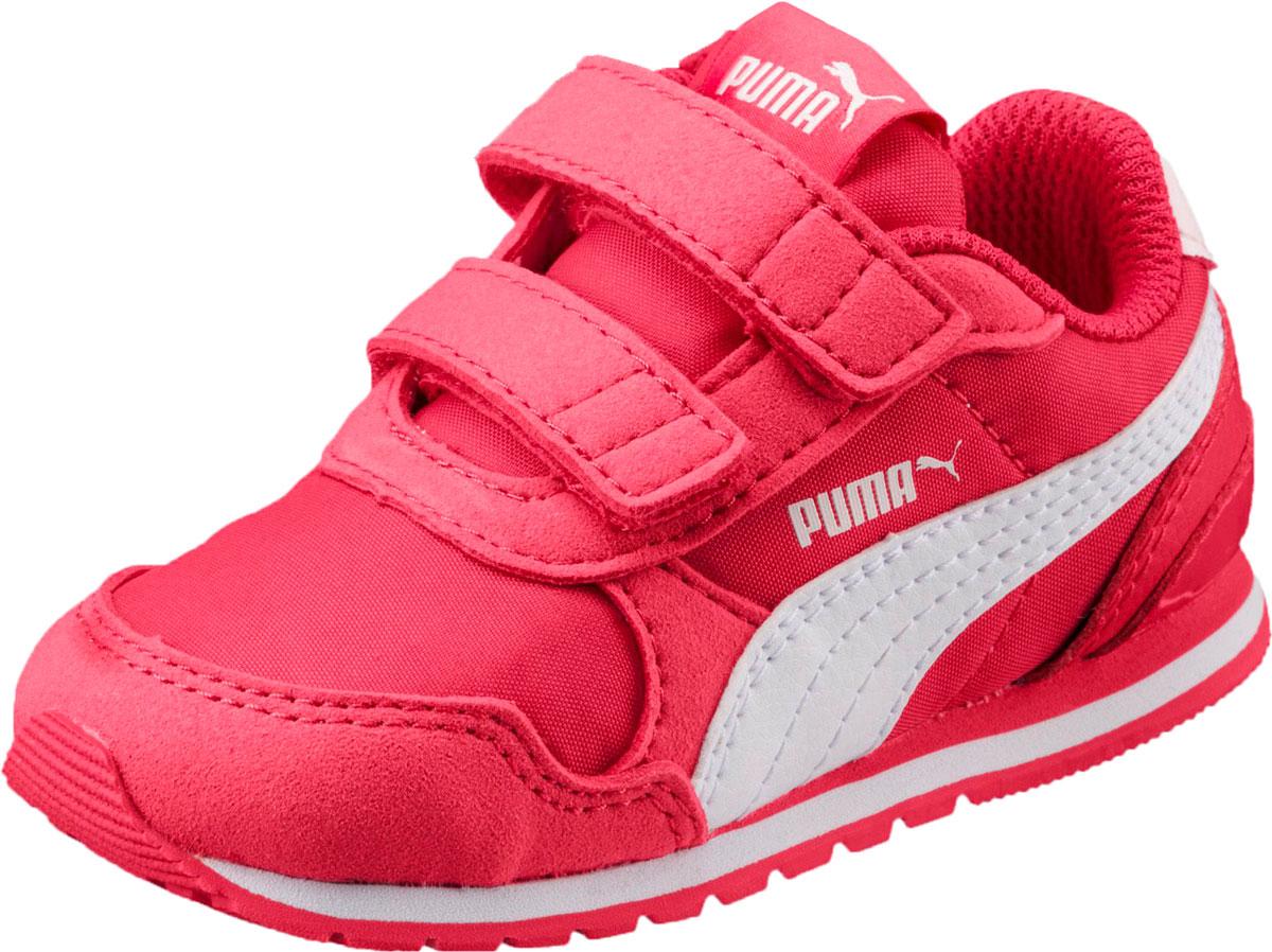 Кроссовки для девочки Puma ST Runner v2 NL V PS, цвет: розовый. 36529404. Размер 9,5 (26,5)36529404Классический силуэт легендарной модели ST Runner никогда не выйдет из моды. В варианте ST Runner v2 NL сплошной резиновый накат на внешнюю подошву, чтобы нога не проскальзывала, и эти кроссовки носились дольше. Фигурный задник не только придает модели своеобразие, но и надежно фиксирует пятку. Традиционный нейлоновый верх с фирменной боковой полосой из натуральной кожи соответствует эксклюзивному стилю ST Runner.