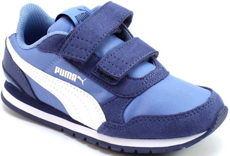 Кроссовки для мальчика Puma ST Runner v2 NL V PS, цвет: голубой. 36529403. Размер 12 (30)36529403Классический силуэт легендарной модели ST Runner никогда не выйдет из моды. В варианте ST Runner v2 NL сплошной резиновый накат на внешнюю подошву, чтобы нога не проскальзывала, и эти кроссовки носились дольше. Фигурный задник не только придает модели своеобразие, но и надежно фиксирует пятку. Традиционный нейлоновый верх с фирменной боковой полосой из натуральной кожи соответствует эксклюзивному стилю ST Runner.