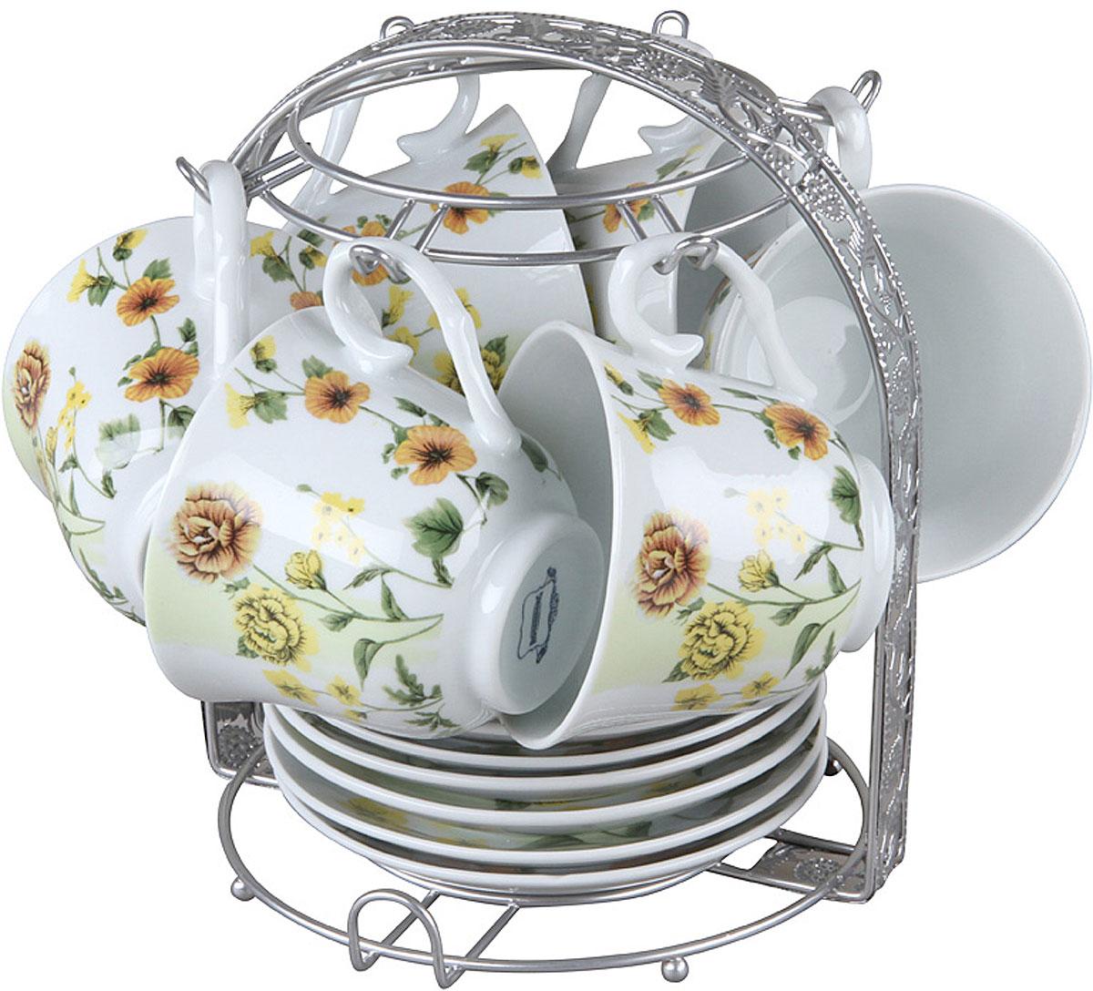 Чайный набор Rosenberg RPO-115025-13 изготовлен из фарфора и дополнен дизайнерским рисунком.  Посуда из этого материала позволяет максимально сохранить полезные свойства и вкусовые качества воды.  Заварите крепкий, ароматный чай или кофе в представленном наборе, и вы получите заряд бодрости, позитива и энергии на весь день! Классическая форма и насыщенная цветовая гамма изделий позволят наслаждаться любимым напитком в атмосфере еще большей гармонии и эмоциональной наполненности.  Оцените преимущества чайного набора: Выполнен из качественного материала.  Украшен цветочным узором, поэтому не останется незамеченным.  Является прекрасным подарком для ваших родных и близких.  В комплект входят 13 предметов, включая подставку.  О бренде Rosenberg Огромный ассортимент продукции, качественные материалы и ценовая доступность это основополагающие принципы успеха данного торгового знака на Российском рынке.  По данным начала 2009 года именно Rosenberg являлся самым динамично развивающимся брендом, который всего за 4 года вывел в продажу более 2,5 тысяч наименований товаров.
