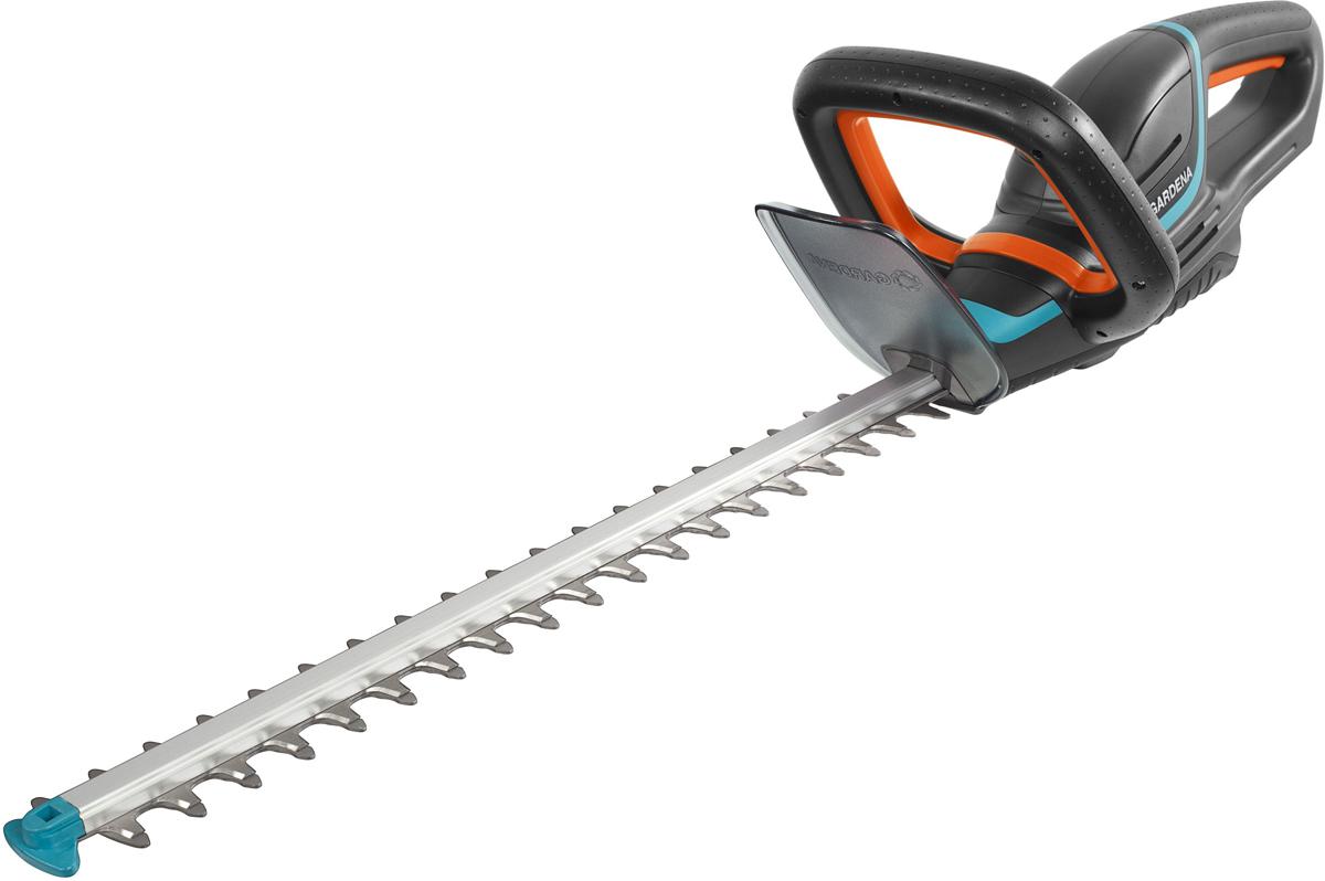 Легкие ножницы для живой изгороди ComfortCut Li-18/50 с рукоятками эргономичной формы для удобной и безопасной стрижки живой изгороди различной высоты. Оптимальная конструкция ножей обеспечивает эффективный, быстрый и ровный срез ветвей. Сменный литий-ионный аккумулятор с индикатором уровня заряда для большей свободы передвижения и продолжительной работы. Наконечник для защиты от ударов – предотвращает повреждение лезвия при работе близко к земле. Высококачественные лезвия - долговечные и надежные: точный, быстрый и чистый срез. Для бытовой эксплуатации по стрижке живых изгородей. Продается без аккумулятора литий-ионный BLi-18(09839-20.000.00), зарядного устройства (08833-20.000.00). Длина ножей 50см, расстояние между ножами 20мм. Гарантия 2 года.