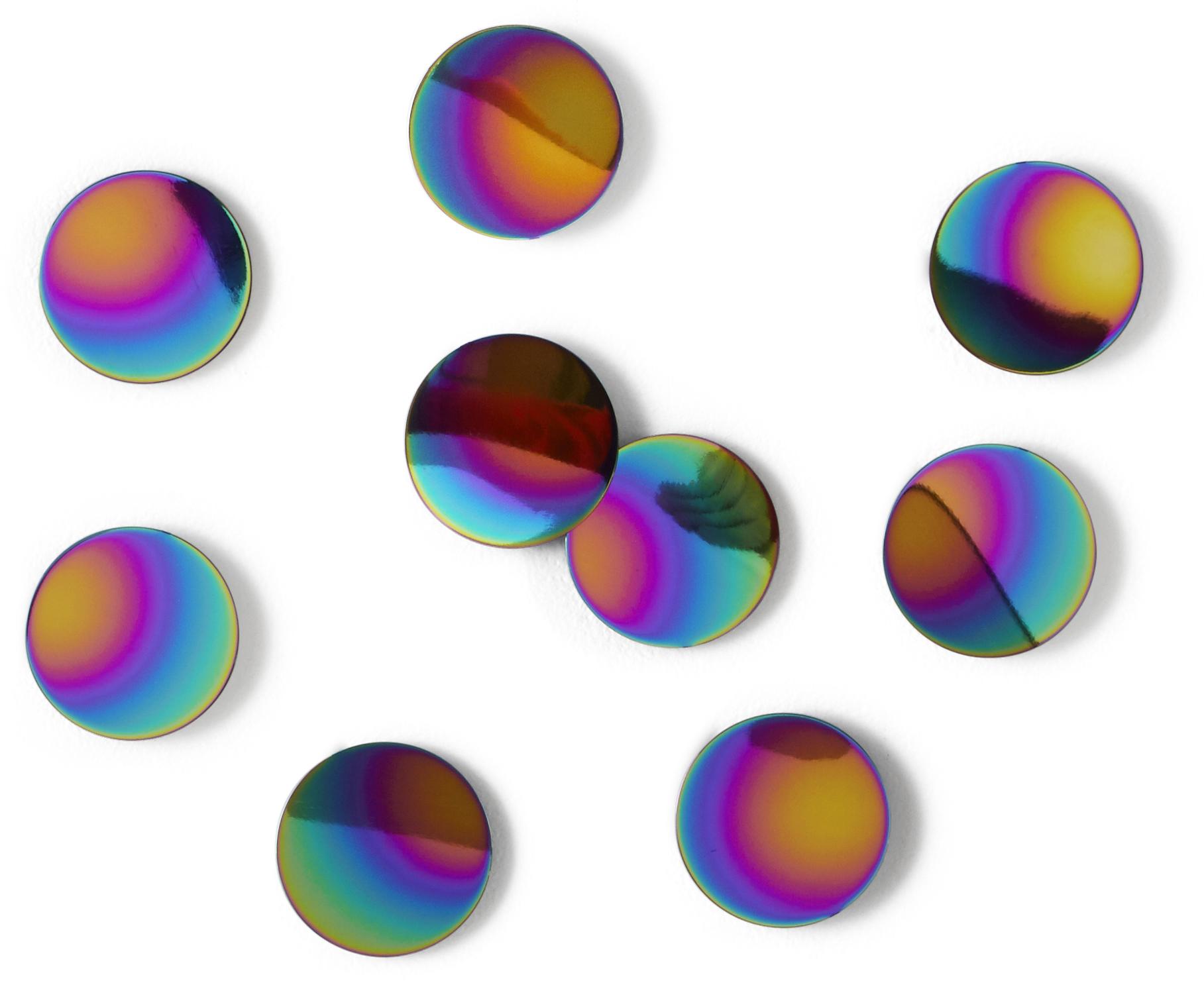 Комплект из 10 металлических полированных круглых конфетти с радужным покрытием. Идеальный декор для вечеринок или свадеб! Незаменим, если нужен необычный подарок творческим натурам, которые следят за веяниями моды. Крепятся к стене при помощи липкой ленты 3M Command (входит в комплект). Диаметр каждой конфетти 7 см.Дизайнер Laura Carwardine.
