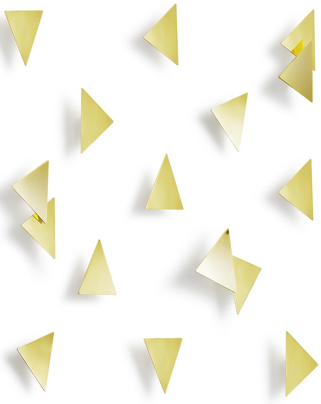 Добавьте стенам немного гламура и блеска! Комплект из 16 металлических полированных треугольных конфетти с покрытием под латунь. Идеальный декор для вечеринок и свадеб, а также незаменимый подарок для творческих натур! Крепятся к стене при помощи липкой ленты 3M Command (входит в комплект). Размер каждой конфетти 7.5 х 7.5 смДизайнер Laura Carwardine.
