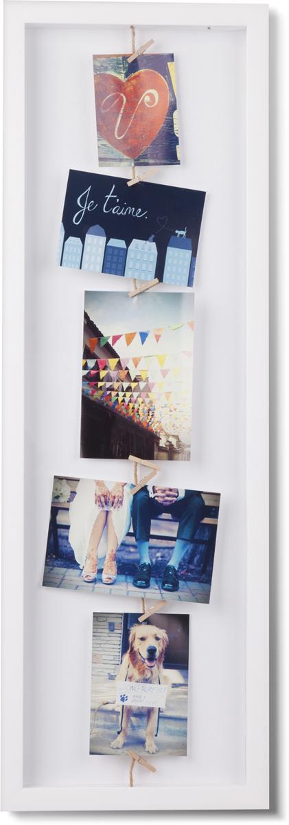 """Панно Umbra """"Clothesline"""" позволяет создавать композиции из фотографий, открыток или рисунков. Фотографии на панно не вставляются, а крепятся при помощи деревянных прищепок, которые входят в комплект. Панно универсально, его можно расположить не только вертикально, но и горизонтально.  Прекрасно подойдет для подарка родным и близким!"""