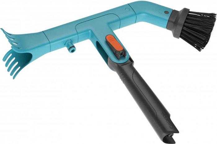 """Очиститель для желобов """"Gardena"""" предназначен для очистки водостока. Два скребка обеспечивают эффективное удаление прилипшей и присохшей грязи. В корпус интегрирован штуцер для подсоединения Базовой системы полива для более эффективного удаления грязи из желоба. Интегрированная рукоятка в инструмент, позволяет использовать данную насадку без ручки комбисистемы. Рекомендуются телескопические ручки комбисистемы для работы на высоте до 5 метров. Гарантия 25 лет."""