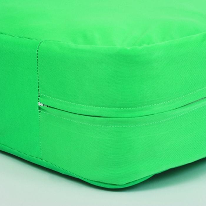 Чехол водонепроницаемый на матрас на молнии Bielastic размером 90х200х20, цвет зеленый - уникальное защитное покрытие для любых матрасов и кроватей - незаменимая вещь для лежачих больных!Влагонепроницаемое покрытие для матрасов из прочного«дышащего» материала с полиуретановым покрытием - Bielastic. Предохраняет матрас от загрязнения. Защищает пациентов от проникновения вирусов, бактерий и аллергенов. Активно участвует в профилактике появления пролежней.Особенности:· Очень прочная и эластичная ткань, не рвется и не сминается в складки· Длительный срок службы· Можно стирать и сушить в стиральных машинах· Подлежит автоклавированиюОбласть применения:Незаменим в стационарах, реанимации, хирургии, роддомах,гинекологии, ожоговых центрах, домах престарелых, также во всех лечебно-профилактических учреждениях.Уникальное средство для тех, кому прописан постельный режим, или у кого есть маленькие дети.Проблема содержания матрасов в чистоте имеет особо важное значение, как с гигиенической, так и с экономической точки зрения.