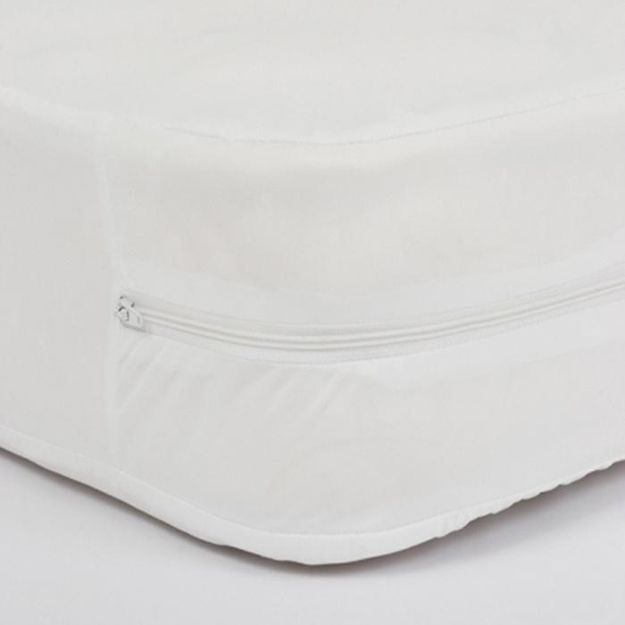 Чехол водонепроницаемый на матрас на молнии Elastic размером 90х200х20, цвет белый - абсолютный барьер против крови, медицинских жидкостей и мочи. Защищает пациентов от проникновения вирусов, бактерий и аллергенов. Благодаря водонепроницаемому ПВХ покрытию, жидкость легко удаляется с поверхности ткани.Условия по эксплуатации:· Температура для стирки max +90С· Можно обрабатывать хлорсодержащими средствами· Допускается машинная сушка· Стерилизация в автоклавеОбласть применения:Незаменим в стационарах, реанимации, хирургии, роддомах,гинекологии, ожоговых центрах, домах престарелых, также во всех лечебно-профилактических учреждениях.Уникальное средство для тех, кому прописан постельный режим, или у кого есть маленькие дети.Проблема содержания матрасов в чистоте имеет особо важное значение, как с гигиенической, так и с экономической точки зрения.