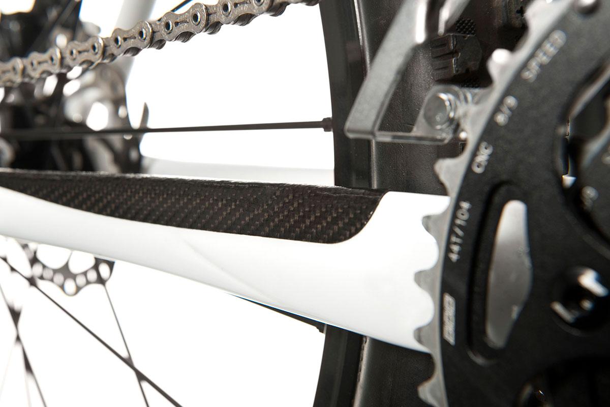 • Толстые, очень прочные наклейки на велосипед для защиты окраски велосипеда.• В комплект входят: защита пера, 4Х30мм. наклейки, 4Х20Х40мм. наклейки ипрямоугольник 80Х122мм для вырезания наклеек необходимой формы самостоятельно.• Очень прочные, водостойкие и гибкие, подходят для любых условий.• Цвет: настоящий карбон.