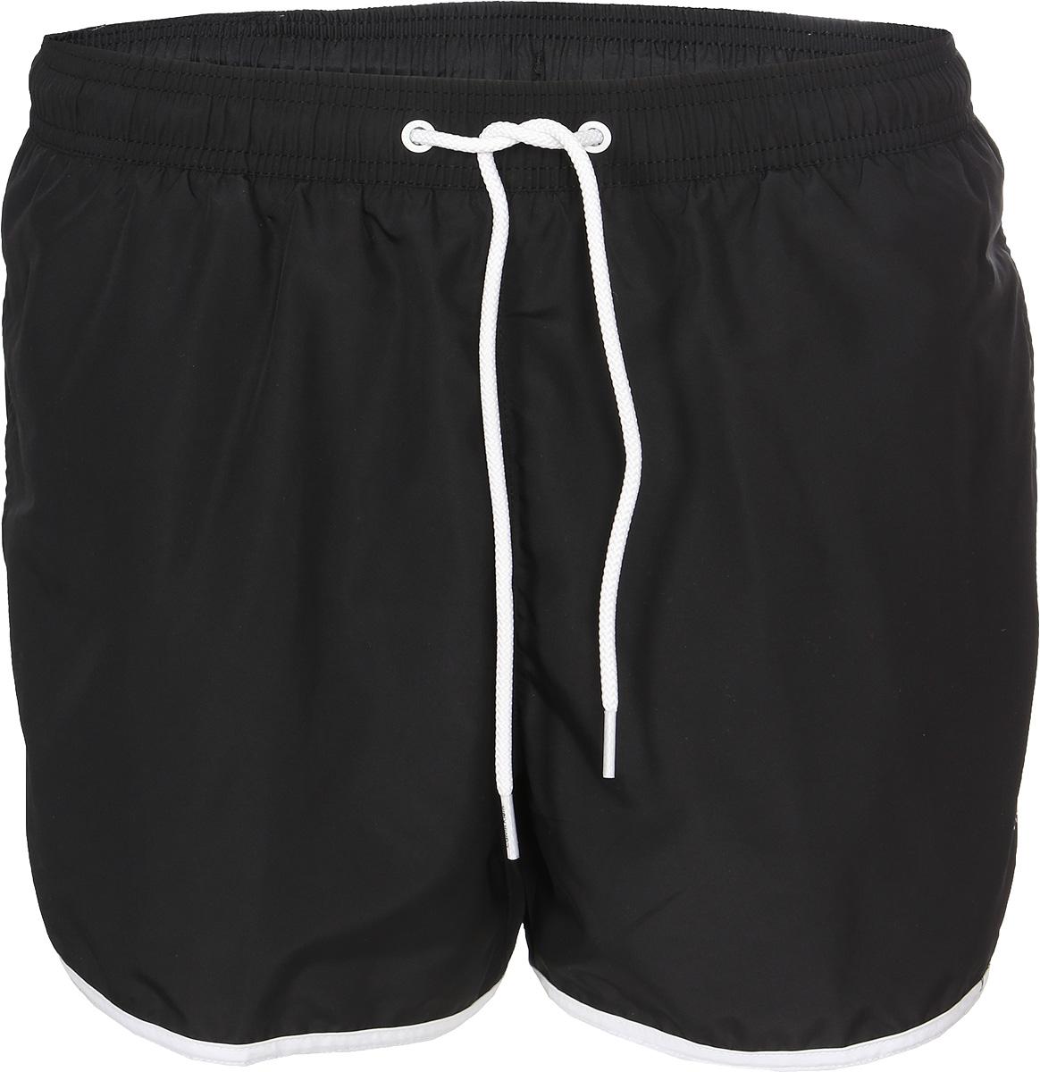 Шорты купальные мужские Calvin Klein Underwear, цвет: черный. KM0KM00136_001. Размер S (48)KM0KM00136_001Мужские шорты для плавания Calvin Klein Underwear выполнены из мягкого полиэстера с сетчатой подкладкой. Удобная посадка и широкий пояс на резинке, дополнительно регулируемый шнурком, обеспечат наибольший комфорт. Модель дополнена двумя боковыми карманами и оформлена принтованным логотипом бренда.
