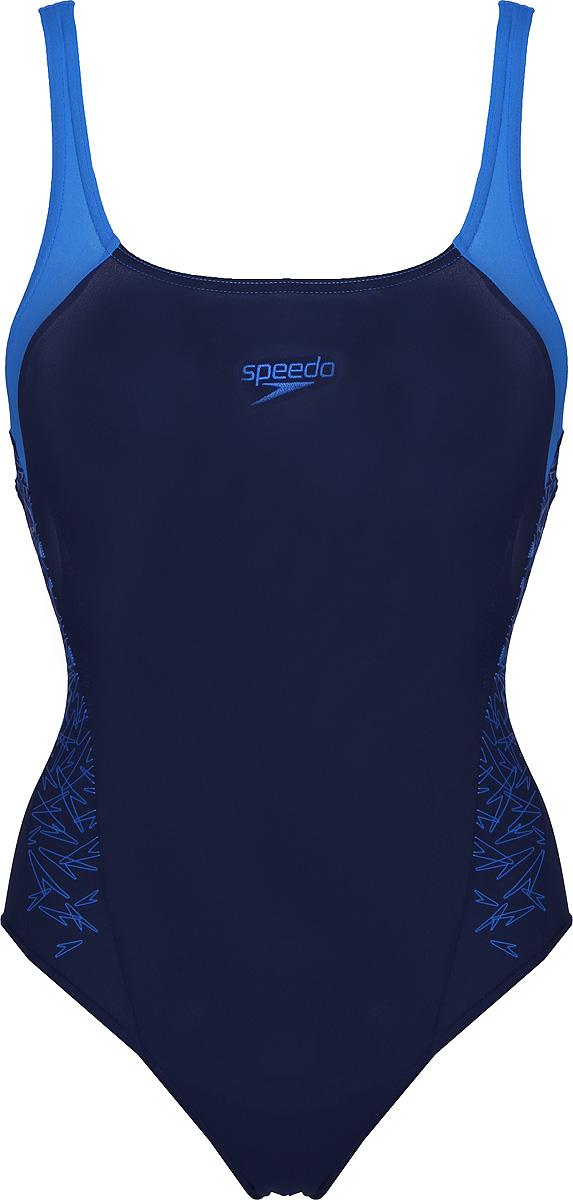 Купальник слитный Speedo Boom Spl Msbk Af, цвет: темно-синий, голубой. 8-108213163-3163. Размер 38 (50/52)8-108213163-3163Классический спортивный купальник от Speedo с контрастными и принтованными вставками изготовлен из ткани Endurance+. Ткань Endurance+ не содержит эластомеров, что делает ее максимально устойчивой к разрушительному воздействию хлора. Эластичная ткань и регулируемая талия обеспечивают удобную индивидуальную посадку по фигуре. Ткань, из которой выполнена модель, поглощает меньше воды и быстрее сохнет. Благодаря фактору защиты от ультрафиолета UPF 50 ткань блокирует вредное солнечное излучение. В данной модели не предусмотрена поддержка груди.