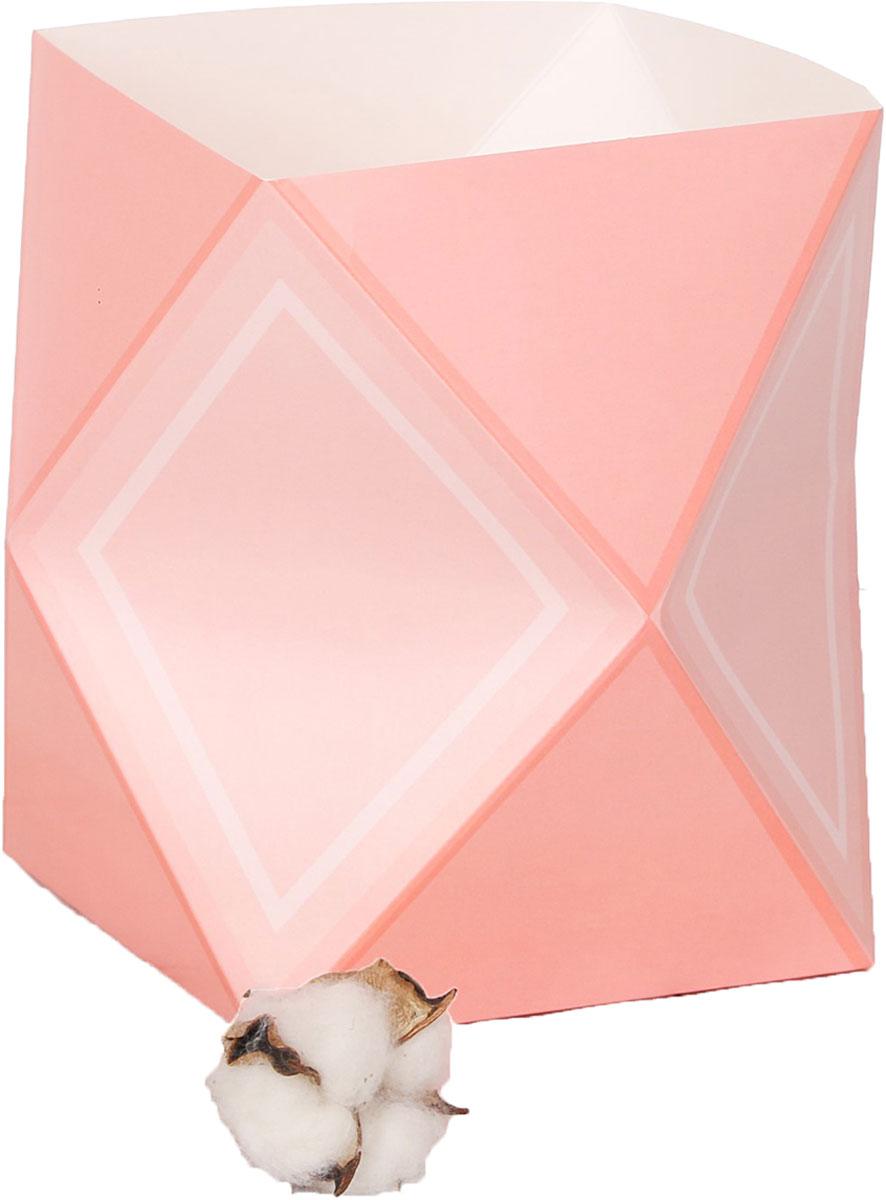 Любой подарок начинается с упаковки. Что может быть трогательнее и волшебнее, чем ритуал разворачивания полученного презента. И именно оригинальная, со вкусом выбранная упаковка выделит ваш подарок из массы других. Она продемонстрирует самые тёплые чувства к виновнику торжества и создаст сказочную атмосферу праздника. Коробка-ваза — это то, что вы искали.
