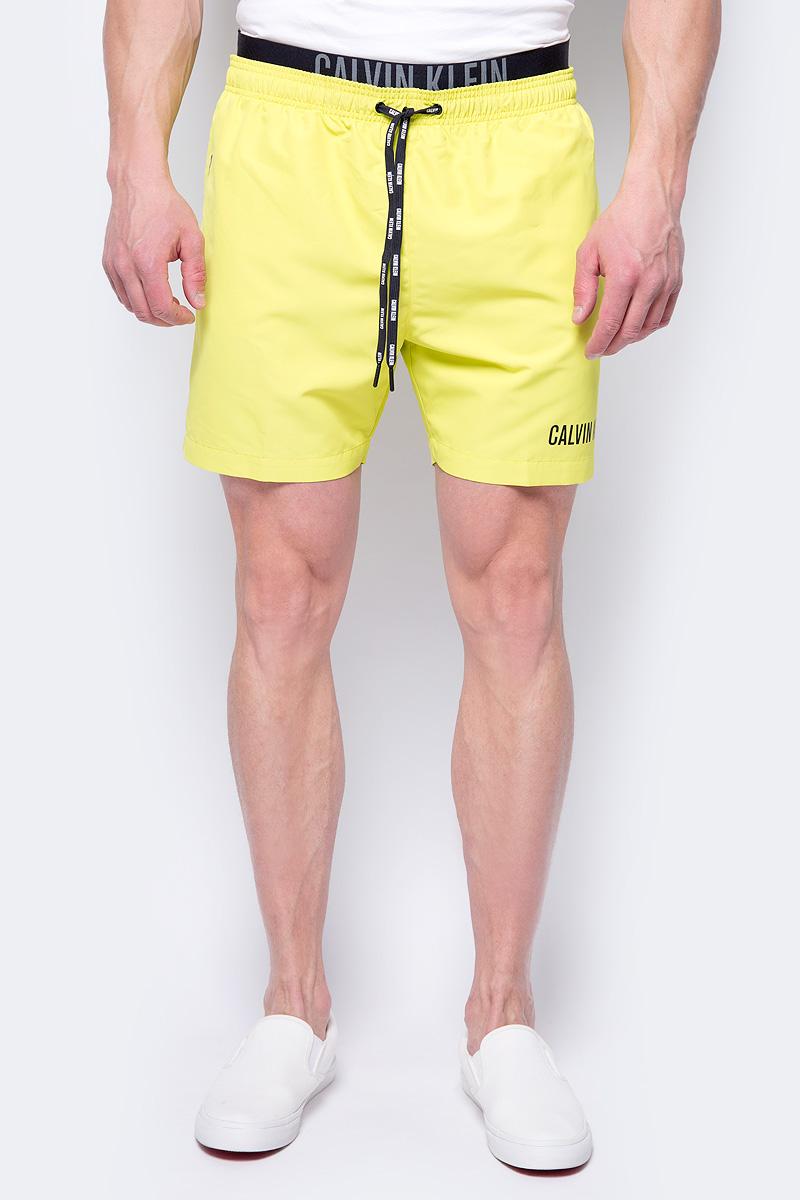 Шорты купальные мужские Calvin Klein Underwear, цвет: желтый. KM0KM00156_311. Размер L (52)KM0KM00156_311Шорты купальные мужские Calvin Klein Underwear выполнены из полиэстера. Модель дополнена затягивающимся шнурком.