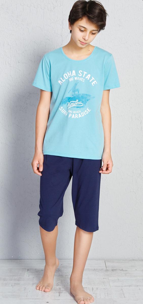 Пижама для мальчика Vienettas Secret Aloha, цвет: светло-бирюзовый, синий. 708124 0000. Размер (152/164), 13-14 лет708124 0000Пижама от Vienettas Secret, состоящая из футболки и капри, выполнена из натурального хлопкового трикотажа. Футболка с короткими рукавами и круглым вырезом горловины спереди оформлена принтом. Капри с эластичной резинкой на талии.